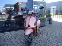 Vespa Sprint Pink Edition